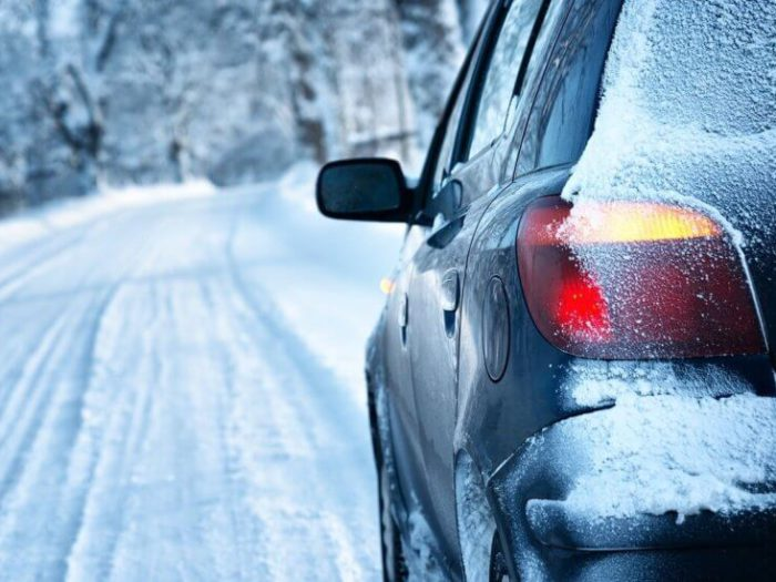 Как правильно управлять автомобилем в гололёд?